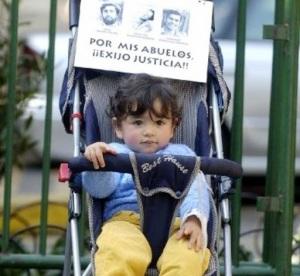 la familia Gallardo fue asesinada, sobrevivió Beto, de 9 meses, padre de Oscarin. Raul Valdes Stolze, su abuelo materno fue asesinado por la dictadura.