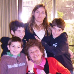 Caroolita, Adriana y niños depto. mamá. 2010