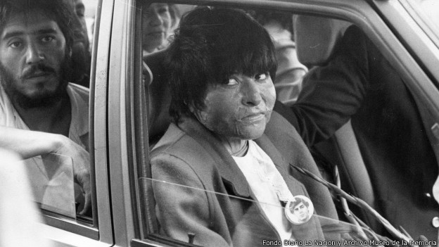 El testimonio de la mujer que fue quemada por una patrulla dePinochet